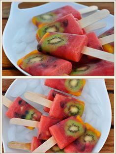 Paletas de sandía y kiwi, delicioso postre para verano. Busca más postres en http://www.1001consejos.com/