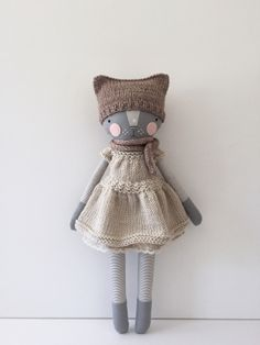 Cats Toys Ideas - Luckyjuju kitty - Ideal toys for small cats Dou Dou, Ideal Toys, Fabric Animals, Fabric Toys, Cat Doll, Creation Couture, Sewing Dolls, Cute Toys, Fairy Dolls