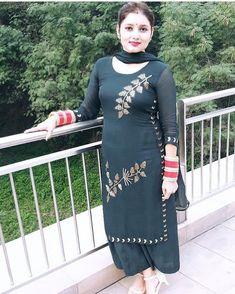 Embroidery Suits Punjabi, Kurti Embroidery Design, Embroidery Fashion, Indian Embroidery Designs, Party Wear Indian Dresses, Designer Party Wear Dresses, Kurti Designs Party Wear, Punjabi Suits Designer Boutique, Indian Designer Suits