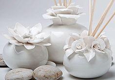 Diffusore di profumo grande porcellana con fiore collezione AD P6302 in artigianocreativo.com trovi ad bomboniere, indimenticabile stile italiano di qualità imbattibile!