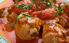 Prepared with nectarine, tomatoes, dried spices and white wine added to the sauce according to desire, the hunter style chicken is one of the favorite recipes of Italian cuisine. Turkish Chicken, Italian Chicken Dishes, Stuffed Whole Chicken, Italian Recipes, Italian Foods, Tasty Dishes, Cooking Recipes, Cooking Time, Salads