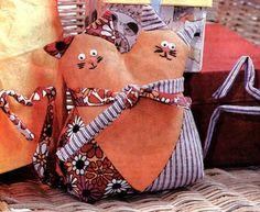 """ВСЕ СВЯЗАНО. ROSOMAHA.: Подушка """"Влюбленные коты""""."""