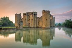 Bodiam Castle - a 14th-century moated castle near Robertsbridge in East Sussex, England. It was built in 1385 by Sir Edward Dalyngrigge, a former knight of Edward III, with the permission of Richard II, ostensibly to defend the area against French invasion during the Hundred Years' War. Of quadrangular plan, Bodiam Castle has no keep, having its various chambers built around the outer defensive walls and inner courts - Britain and Ireland in Time