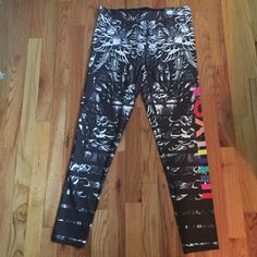 NWT Victoria's Secret Sport VSX LE Legging L NWT size large. VSX. LE and hard to find. Price is firm! Victoria's Secret Pants Leggings
