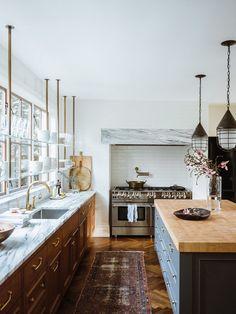 Kitchen Shelves, Kitchen Dining, Kitchen Cabinets, Kitchen Windows, Chef Kitchen, Bathroom Shelves, Bathroom Organization, Kitchen Island, Industrial Farmhouse Kitchen