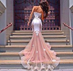 vestido blanco con rosado