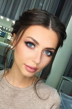 Wedding Makeup Looks To Be Exceptional ❤︎ Wedding planning ideas & inspiration. Wedding dresses, decor, and lots more. makeup 30 Wedding Makeup Looks To Be Exceptional Wedding Makeup For Blue Eyes, Simple Wedding Makeup, Wedding Makeup For Brunettes, Bridal Makeup Looks, Wedding Makeup Looks, Natural Wedding Makeup, Blue Eye Makeup, Bridal Beauty, Hair Makeup