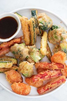 Learn how to make vegetable tempura at home using simple and easy to get ingredients. It's so crispy and delicious, especially with this amazing sauce. Veggie Tempura, Tempura Vegetables, Veggies, Vegan Tempura Recipe, Sushi Vegetariano, Sweet Wine, Recipe Please, Base Foods, Gourmet
