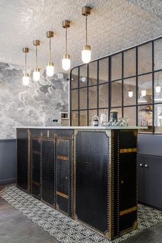 See photos of Hotel Paradis in our gallery. Located near the Grands Boulevards, the Opera and Montmartre, it is one of the best mid-range Paris hotels! Hotel Lobby Design, Design Entrée, Design Ideas, Design Trends, Lounge Design, Bar Designs, Designer Hotel, Hotel Reception Desk, Reception Counter