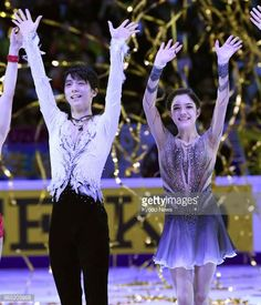 Yuzuru Hanyu of Japan and Evgenia Medvedeva of Russia wave to the crowd after the Rostelecom Cup exhibition gala on Oct 22 in Moscow ==Kyodo