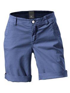 Der Mode-Tipp: Shorts in der neuen Länge lassen sich bestens kombinieren! In modischer Used-Waschung. Mit geradem Bein, 2 Seitentaschen und 2 Zier-Gesäßtaschen. Leicht vertiefte Leibhöhe. Schrittlänge ca. 21 cm. 98% Baumwolle, 2% Elasthan. Waschbar....