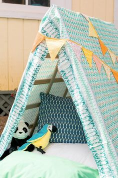 Create a kid-friendly campsite in your very own backyard. Build this tent frame using garden trellis cut to your desired size. Indoor Camping, Backyard Camping, Backyard For Kids, Tent Camping, Diy For Kids, Campsite, Diy Camping, Backyard Ideas, Diy Tent