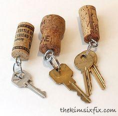 21 Wine Cork DIYs You'll Actually Use - One Crazy House Schlüsselanhänger Vorteil: Schwimmen im Wasser