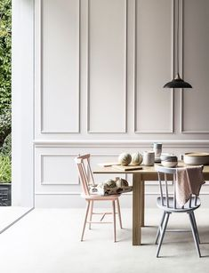 """""""Boiserie"""" means wooden panels applied to walls. Don't think of Versailles: boiserie today is no more too classic, it's a real new stylish trend! Ok Design, House Design, Design Trends, Wall Design, Modern Design, Design Ideas, Dining Room Design, Dining Area, Dining Chairs"""