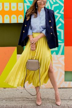 Jennifer Lake Style Charade in a yellow satin pleated skirt, navy blazer, Chloe Nile Bracelet bag, and Steve Madden pumps at a colorful mural in Chicago Yellow Skirt Outfits, Yellow Pleated Skirt, Satin Pleated Skirt, Pleated Skirt Outfit, Yellow Dress, Vogue Fashion, Fashion Fall, Fashion Women, Full Skirts