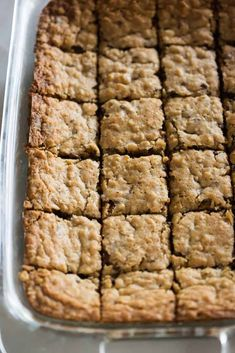 A pan of oatmeal chocolate chip cookie bars cut into squares, ready for serving. A pan of oatmeal chocolate chip cookie bars cut into squares, ready for serving. Cookie Brownie Bars, Oatmeal Chocolate Chip Cookies, Oatmeal Cookie Bars, Chocolate Cake, Chocolate Chips, Mint Chocolate, Easy Oatmeal Bars, Oatmeal Bars Healthy, Brownie Pudding