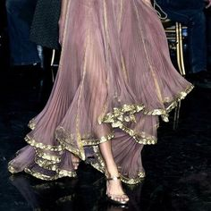 Iridescent lilac and gold floating midi skirt with evening shoes Schillernder Midirock in Flieder und Gold mit Abendschuhen Fashion Week, Daily Fashion, High Fashion, Fashion Show, Steampunk Fashion, Gothic Fashion, Couture Fashion, Runway Fashion, Womens Fashion