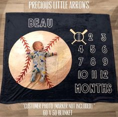 baby boy blankets Plush minky baseball milestone blanket OR Plush Minky Football Milestone Blanket. This blanket is perfect for capturing photos of your precious growing baby! The Bas Carters Baby, Baby Boys, Baby Boy Baseball, Sports Baby, Baby Boy Rooms, Baby Boy Nurseries, Baseball Baby Pictures, Baseball Baby Blanket, Yankees Baby
