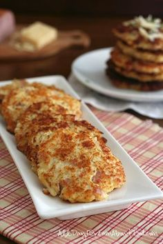 Low Carb Grain-Free Ham & Cheese Cauliflower Fritters, even Danica might eat these! Banting Recipes, Atkins Recipes, Low Carb Recipes, Cooking Recipes, Healthy Recipes, Bariatric Recipes, Whole30 Recipes, Salad Recipes, Vegetarian Recipes