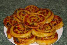 Retete Culinare - Mini pizza rulata Pizza, Onion Rings, Food Design, Kids Meals, Nom Nom, Bacon, Food And Drink, Breakfast, Ethnic Recipes