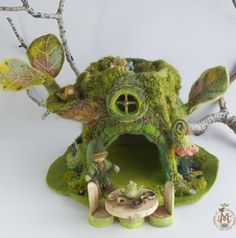 http://willodel.blogspot.de/2014/08/an-unusual-mossy-tree-house-with-spirit.html