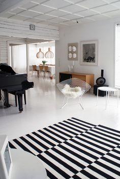 Rakas vanha valkoinen taloni Contemporary, Rugs, Home Decor, Farmhouse Rugs, Decoration Home, Room Decor, Home Interior Design, Rug, Home Decoration
