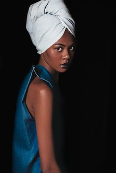 Turbanista - Blog dedicated to the Art of Turban. This photo reminds me of a Painting. Great lighting. Kx.