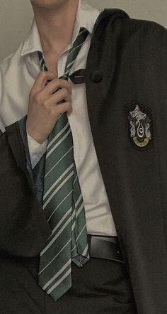 Draco Harry Potter, Estilo Harry Potter, Harry Potter Characters, Harry Potter Houses, Albus Severus Potter, Harry Potter Outfits, Albus Dumbledore, Draco Malfoy Aesthetic, Slytherin Aesthetic