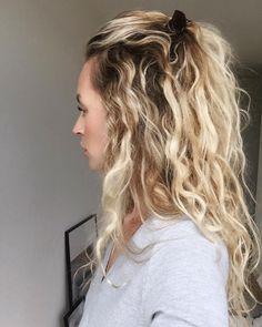 28 vind-ik-leuks, 4 reacties - Anouk Yve (@anoukyve) op Instagram: 'Member of the curl squad tag me if you are too #curlies #curliesunite #wewithcurls #hairstyle…'