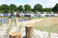 Prachtige kampeerplaatsen aan het water! Stoetenslagh - kamperen Overijssel Outdoor Furniture Sets, Outdoor Decor, Camping, Culture, World, Water, Travel, Home Decor, The World