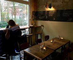 Café 20 Quadratmeter Glashüttenstraße 85A,  20357 Hamburg ZWEI SCHWEIZER UND HAMBURG! WIR NENNEN ES LIEBE AUF DEN ERSTEN BLICK UND SIND GLEICH HIER GEBLIEBEN.  INSPIRIERT VON KLEINEN SCHÄTZEN DIESER WELT MIT EINFLÜSSEN DER SCHWEIZER TRADITIONSKÜCHE MÖCHTEN WIR EUER GAUMEN VERWÖHNEN. VON FEINSTEM KAFFEE UND KUCHENKREATIONEN ÜBER URBANE-IMBISS-SPEZIALITÄTEN BIS HIN ZUM EINZIGARTIGEN HÜTTENZEIT-EVENT.