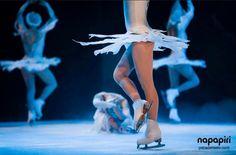 Alquiler pista de hielo para espectáculos musicales sobre hielo. No te pierdas cómo se selecciona el espacio, se monta la pista, se organiza el evento, etc. http://www.pistadehielo.com/es/espectaculos-musicales-en-pista-de-hielo/