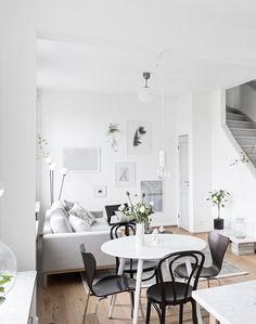 Cozy home with nooks - via cocolapinedesign.com