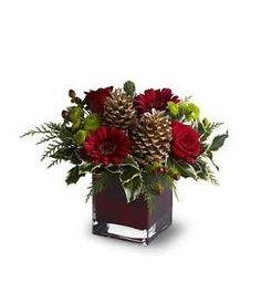 Cozy Christmas Bouquet Bring a cozy touch of Christmas to a favorite friend or co-worker with this homey floral arrangement that's perfectly simple – yet wonderfully festive! Fresh red and chartreu… Christmas Flower Arrangements, Flower Arrangements Simple, Christmas Flowers, Christmas Table Decorations, Noel Christmas, Christmas Wreaths, Christmas Crafts, Advent Wreaths, Christmas Tables