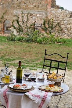 Italy - Tuscany | Setted table for lunch under the porch at Relais Sant'Elena - Bibbona
