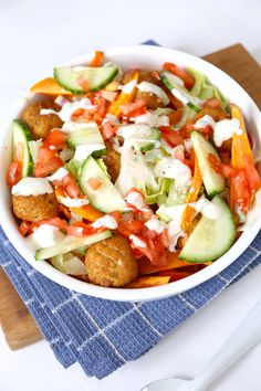 Kapsalon met zoete aardappel Healthy Dishes, Tasty Dishes, Falafel, Vegetarian Recipes, Healthy Recipes, Healthy Food, Good Food, Yummy Food, Food Bowl