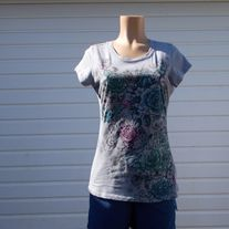 pre owned  floral,100%cotton underarm to underarm 20 inch length 25 inch smoke and pet free