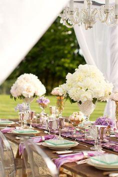 Centros de mesa para boda en jardin romántico con flores
