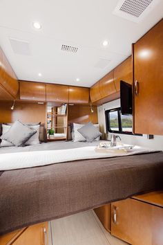 2016 Unity shown in Chestnut Cherry cabinetry and Reflections Décor. Leisure Travel Vans, Camping Con Glamour, Class C Rv, Royal Engineers, Billionaire Lifestyle, Sprinter Van, Toy Hauler, Campervan, Travel