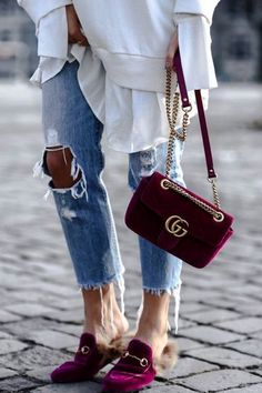 Today we are going to make a small chat about 2019 Gucci fashion show which was in Milan. When I watched the Gucci fashion show, some colors and clothings. Gucci Fashion Show, Look Fashion, Fashion Bags, Street Fashion, Winter Fashion, Fashion Handbags, Looks Street Style, Street Look, Luxury Bags