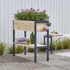 Space-Saving Balcony Decoration Ideas with Planter Box - Unique Balcony & Garden Decoration and Easy DIY Ideas Vertical Planter, Wood Planter Box, Balcony Plants, Balcony Garden, Garden Furniture, Outdoor Furniture Sets, Outdoor Decor, Outdoor Spaces, Diy Wooden Projects