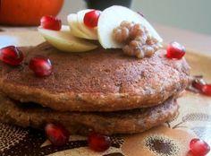 Aliments santé : Délicieux pancakes avoine et pomme, pour un petit déjeuner équilibré et sain.