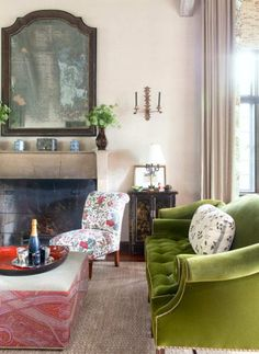 Markham Roberts classic traditional old school American interior design Mark Hampton Architectural Digest timelesss style elegant rooms decor Green Velvet Sofa, Green Sofa, European Furniture, French Furniture, Velvet Furniture, American Interior, Living Spaces, Living Rooms, Family Rooms