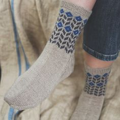 Ravelry: Herbaceous pattern by Ella Austin Loom Knitting Patterns, Knitting Stitches, Free Knitting, Knitting Projects, Knitting Socks, Knitting Tutorials, Stitch Patterns, Knitting Machine, Vintage Knitting