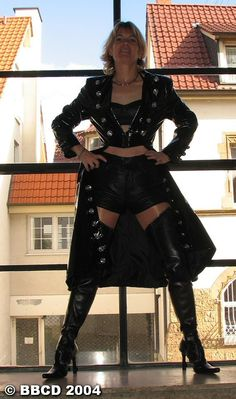 Dark Fashion, Leather Fashion, Rubber Catsuit, Leather Shorts, Leather Outfits, Thigh High Boots, Knee Boots, Sexy Boots, Gothic Girls