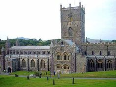 St Davids in Pembroke is the smallest city in the uk. St Davids cathedral was built on the site of a century monastery, nearby beaches include Caerfai Bay St Davids Cathedral, Open My Eyes, Cathedrals, Notre Dame, Wales, About Uk, Countries, Saints, Thoughts