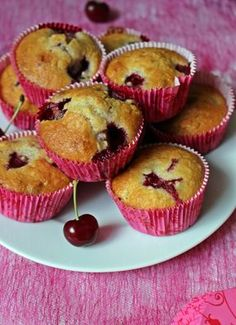 Meggyes-zabpelyhes muffin Keto Recipes, Cake Recipes, Dessert Recipes, Desserts, Cheesecake Pops, Love Food, Sweet Tooth, Food Porn, Food And Drink