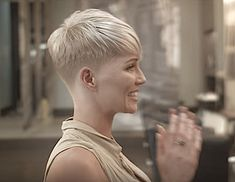 There is Somthing special about women with Short hair styles. I'm a big fan of Pixie cuts and buzzed cuts. Super Short Hair, Short Thin Hair, Short Grey Hair, Short Pixie, Short Hair Cuts, Short Hair Styles, Blond Hairstyles, Stacked Bob Hairstyles, Crop Haircut