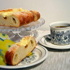 Rahka-aprikoosipitko | Ossin Pulla Oy French Toast, Bread, Breakfast, Food, Morning Coffee, Eten, Bakeries, Meals, Breads