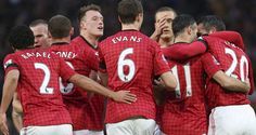 Manchester United stretch lead with Everton win as Ryan Giggs extends record #sports #soccer